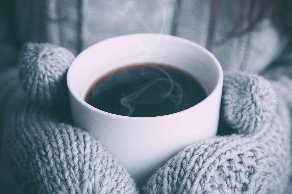 気温が下がると手足の冷えで悩んでいるあなたへ―冷え性の原因と対策